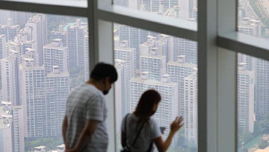 집값, 바닥 짚고 일어서나…서울 아파트, 2개월만에 상승 전환